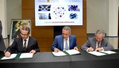 Cérémonie de signature de 2 contrats de performance relatifs aux écosystèmes aéronautiques à Rabat, le 28 juillet 2015