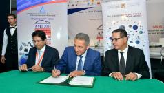 Cérémonie de signature des 5 contrats de performance relatifs aux écosystèmes automobile à Tanger, le 29 octobre 2014