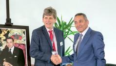 Signature de la convention d'investissement avec l'américain Alcoa Fastening Systems à Farnborough, le 16 juillet 2014